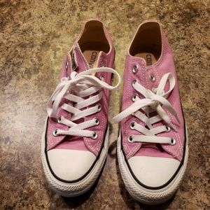 Lilac size 7 converse shoes